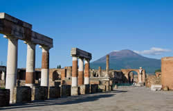 Naples City Break Day Tour to Pompeii and Vesuvius